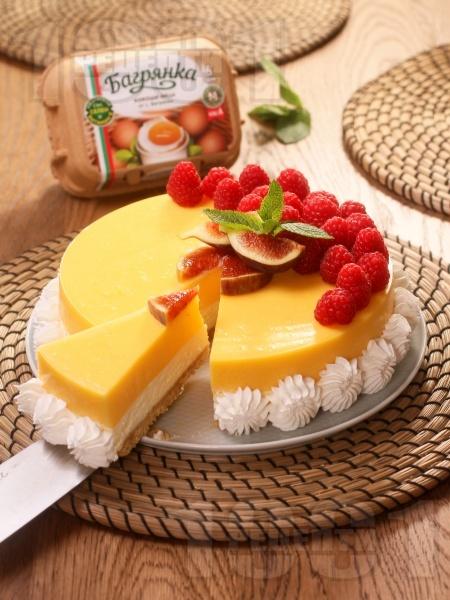 Божествен чийзкейк без печене с ванилия, лимон, маскарпоне, пресни малини и яйца Багрянка - снимка на рецептата